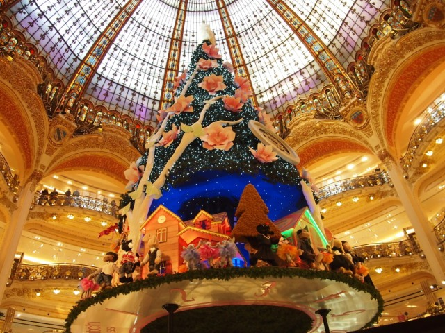 拉法葉的旋轉聖誕樹