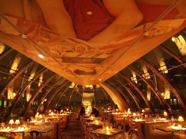 Kong  餐廳透明的玻璃鐘罩屋頂