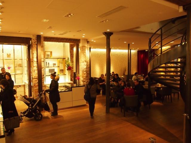 散步巴黎在下午茶店