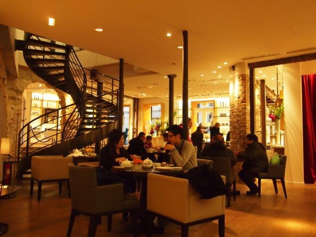 在巴黎, 下午茶店很少有的大空間