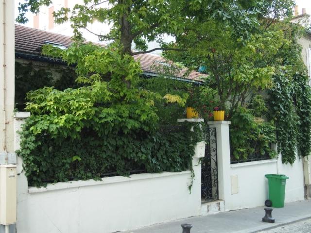 散步巴黎民宿& 這間小房子實在太可愛了,  差點以為是餐廳呢!