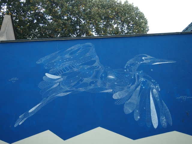 散步巴黎民宿  &這隻看似透明的鳥, 就是居住在這間工作室主人的作品