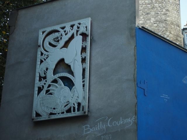 散步巴黎村-- Bailly Coulange的雕術品