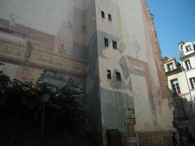 散步巴黎民宿 & 公園大型畫牆