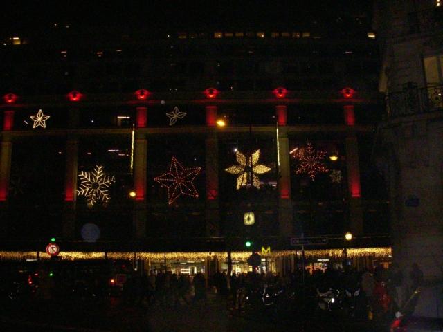 散步巴黎民宿  § 拉法葉 , 春天百貨的街道聖誕燈