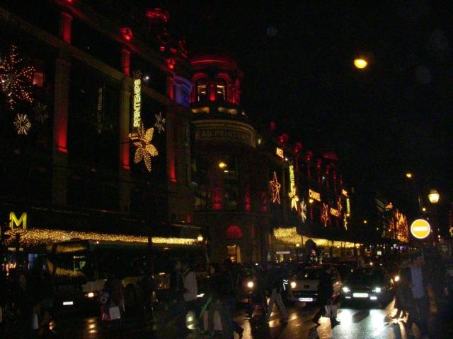 散步巴黎民宿 § 拉法葉百貨/春天百貨外面的聖誕街燈