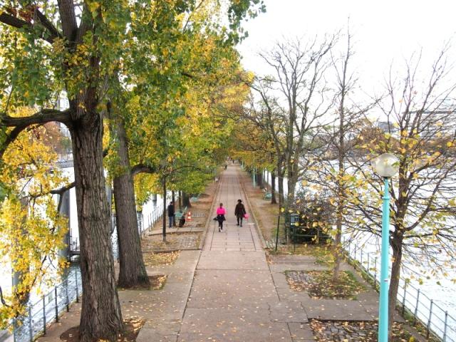 散步巴黎民宿  § Pont Bir-hakeim橋雕塑
