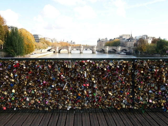 散步巴黎民宿 § 巴黎沉重的鎖橋