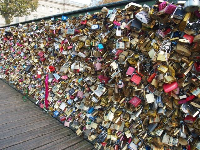 散步巴黎民宿 § 橋上鎖增加的速度驚人