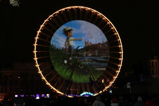 散步巴黎民宿--Bellecour 的摩天輪卡通燈影投射
