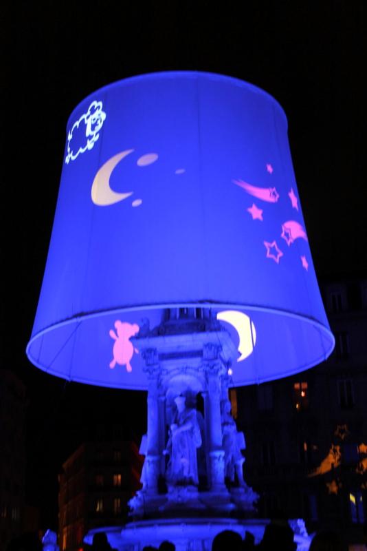 散步巴黎民宿--Place Jacobins 的超大型兒童夜燈