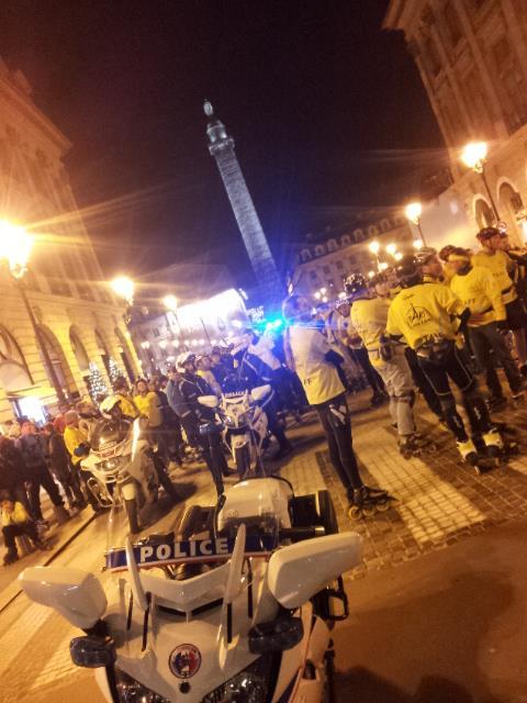 散步巴黎民宿-- 照片來源paris roller--警車導行