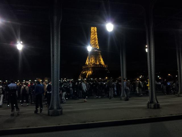 散步巴黎民宿-- 照片來源paris roller--滑經 Bir-Hakeim 橋, 看到愛菲爾鐵塔