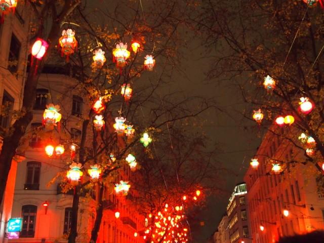 散步巴黎民宿--里昂燈節, 街上的中國燈籠