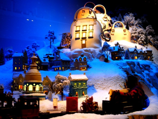 散步巴黎民宿§今年由Burberry 主導春天百貨的聖誕互動誕櫥