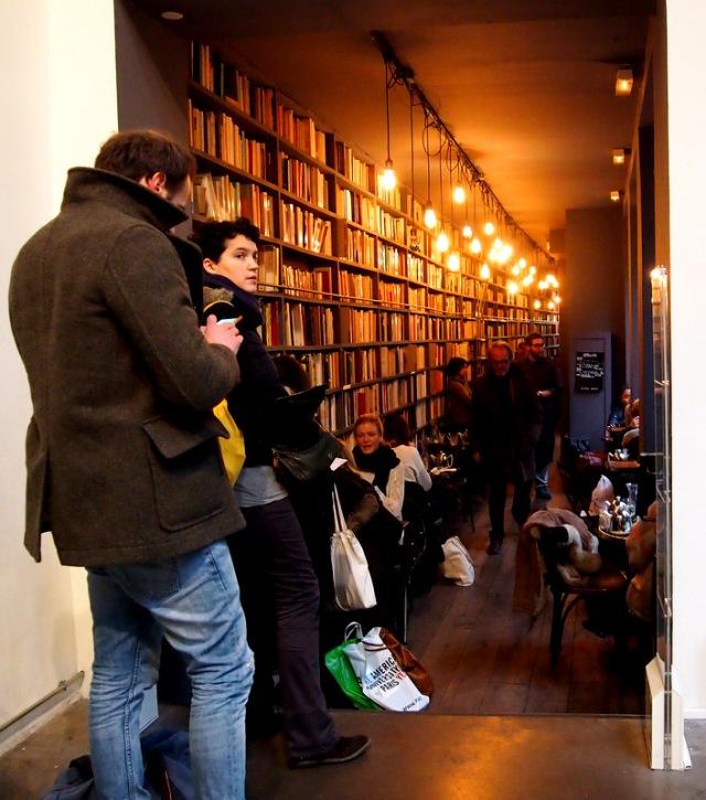 排隊等入Merci咖啡廳的人潮