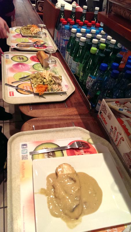 先點主餐就好, 雖然盤中看起來只有一樣主餐, 但結了帳以後就可以拿無限量的蔬菜電飯麵了