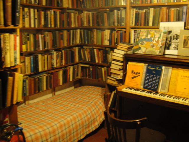沙士比亞書店裡的床