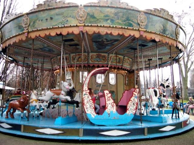 Parc Bercy 裡夢幻的旋轉馬車