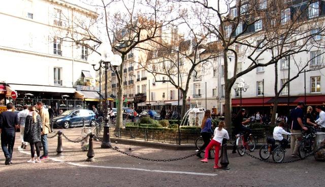 rue de mouffetard 中間的小廣場
