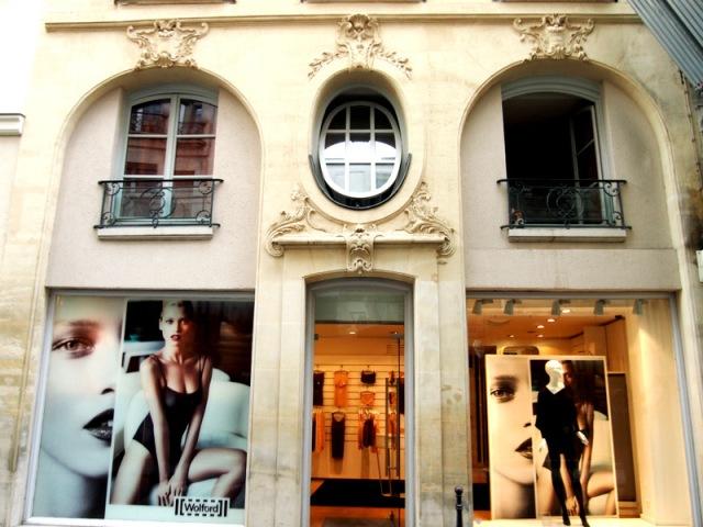 散步巴黎--凡爾賽窗戶的背後